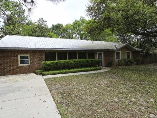 939 Lansing Drive- Charming single story 3 BDR/ 2BA home in Mt. Pleasant!