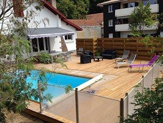 maison/villa typique ,piscine et parking prives,idealement placee