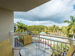 Margarita Suite Treat yourself! Amazing condo with pool and hot tub access!