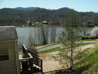 June:Buy 2 nights, get a night free! Hottub, firepit, Wifi, Pets, Boatslip,Canoe