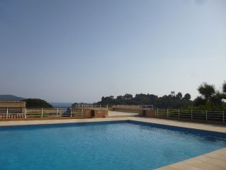 cozy and comfortable apartment, pool, beach walking, tennis, private parking
