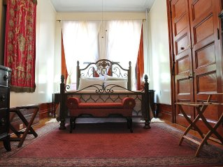 Lita's - Spectacular Sun-filled Parlor 1 Bedroom Suite in Harlem Landmark Area