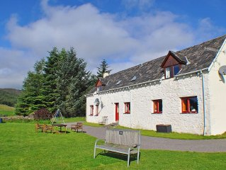Beautiful Loch Ness views from Spacious, Secluded Farmhouse nr Inverness