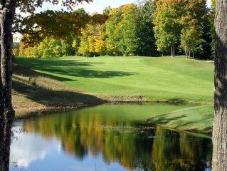 Beautiful Cedar River Golfside Condo steps to Golf & Skiing