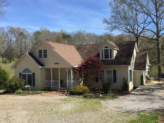 A Group Retreat House--25 min. from U.T. Stadium, 5 minutes from Norris Lake