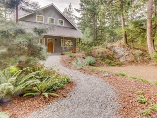 Lovely Craftsman-style home on Orcas Island!