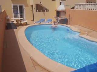 **AVAILABLE XMAS / NEW YEAR ** FANTASTIC LOCATION, Sleeps 9, Private Pool