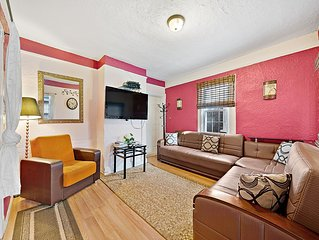 'Jewel of Flushing Queens' Spacious HOUSE with play room 20 min Times Square