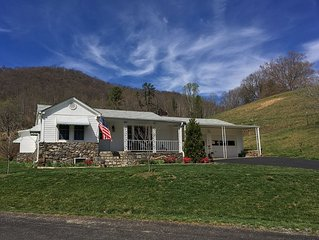 FAMILY FARM HOUSE ON 136acre, 13 Miles from Downtown North Asheville