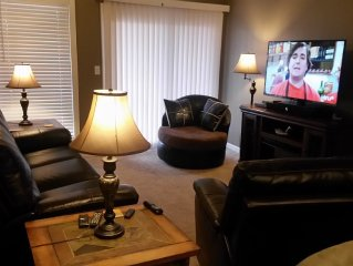 "2 Br 2 Bath Newly Renovated! Free Wi-Fi 50"" Tv, 2 Queen, Bunk Beds,1 Mile To SDC"