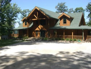 6 BEDROOM LODGE ON THE BLUFF. 4 ACRE PROPERTY WITH AMAZING VIEWS!