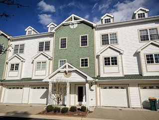Luxury Townhome 1.5 Miles From Bethany – Beautiful Spacious Canal Front Home!