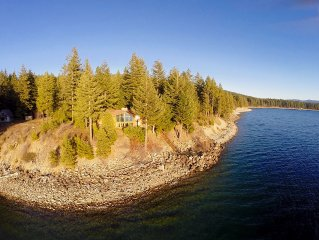 Spectacular Waterfront Winter Home, Amazing Views, 5BD+Hot Tub, Wi-Fi,