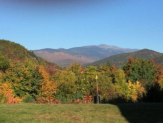 Gorgeous view of Mt.Washington. Story Land (1 mi), close to hiking, & outlets