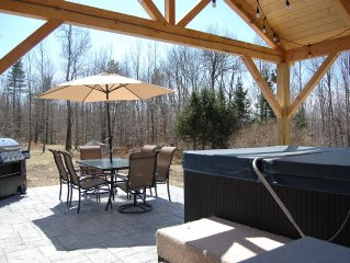 Bretton Woods White Mountain Retreat-- NEW Patio and Jacuzzi with large backyard