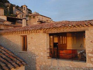 Vieille maison de village renovee avec style vue lac