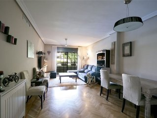 Beautiful 3 Bedroom apartment very near Madrid city, Wifi, AC, Pool, Paddle.