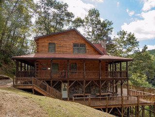 Largest New River Log Cabin Rental - Sleeps up to 26 - Canoe Outfitter Nearby