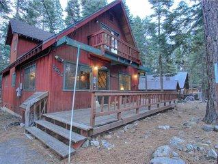 Wood Burning Fireplace, 3 Bedroom Cabin, Sleeps 10
