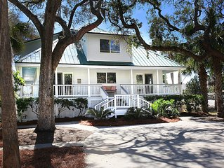 Fripp & Fall-on Canal /Boat Dock!  2 Cool Golf Carts and 6 Amenity Cards! VIDEO!