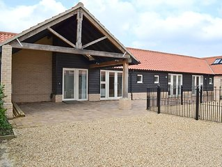 3 bedroom property in Ely.