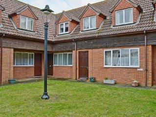 3 bedroom property in Winterton-on-Sea. Pet friendly.