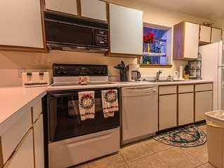 Condo with Pool   Hot Tub   Free WiFi   2.2 miles from Silver Dollar City (30160