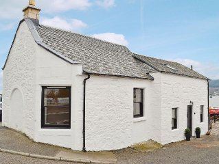 1 bedroom property in Dunoon. Pet friendly.