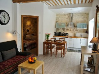 Charming apartment inside the old walls of Avignon