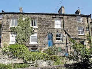 2 bedroom property in Holmfirth.