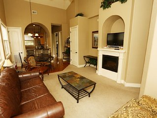 Condo with Pool   Hot Tub   2.2 miles from Silver Dollar City   Free Wifi   Top