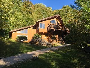 Beautiful Luxury Ski House on Killington Mtn, 3 beds w/ en-suite baths, hot tub