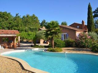 A  Roussillon, belle villa spacieuse de standing avec piscine,
