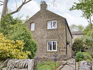 3 bedroom property in Edale.