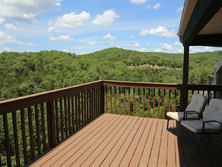 Condo with Pool   Hot Tub   Free WiFi  Top Unit   Lake Views   2.2 miles from Si