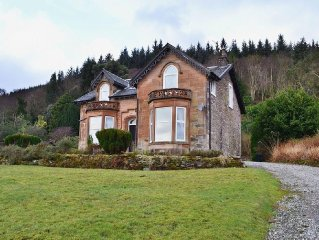 2 bedroom property in Dunoon. Pet friendly.