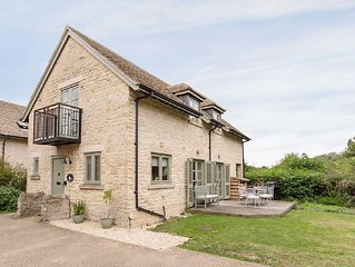 3 bedroom property in Cirencester. Pet friendly.