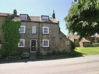 3 bedroom property in Robin Hood's Bay. Pet friendly.