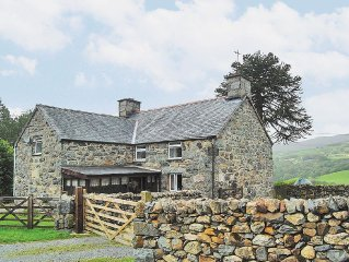 4 bedroom property in Dolgellau and Coed y Brenin Forest Park. Pet friendly.