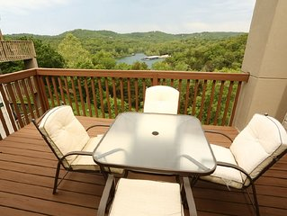 Condo with Pool   Hot Tub   Free WiFi  Top Floor   2.2 miles from Silver Dollar