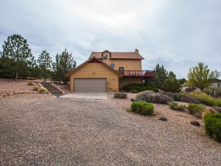Wonderfully private patio overlooking Co National Monument. Close to everything.