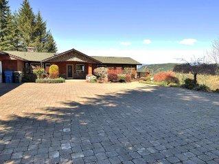 Luxury Home Overlooking Mayfield Lake