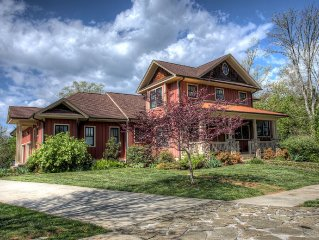 Lakeway Lodge: a Luxurious Asheville Gem Located on Lake, W/Hot Tub & Game Rm!