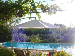 Eyragues: petite maison provençale au coeur de la provence