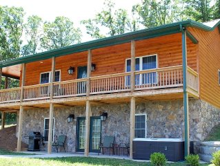 The Black Bear Lodge: New Construction, Couple's Specials, Stunning Views!