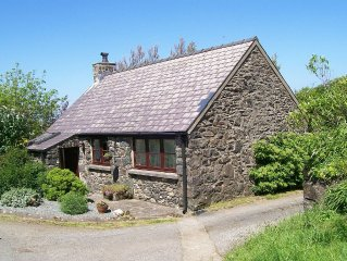 Detached Stone Cottage with woodburner. Sea Views From Garden. Pets Welcome