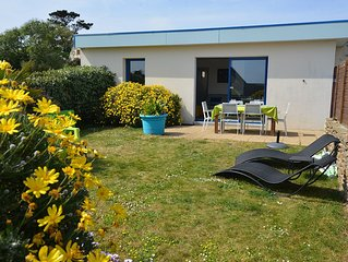 From € 260, Detached house for 2/8 p, heated pool, 150 m beach