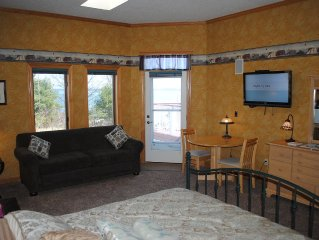 Pilot House- Sleeps 4 Dtn Bayfield LK View, Private Bath, Admiral's Quarter B&B