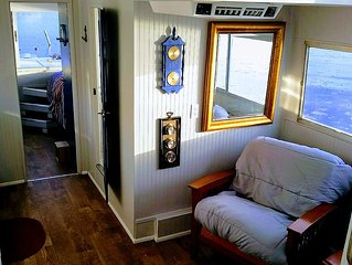 Houseboat 2 Sleeping Cabins & Large Deck - Home is where the boat is docked!