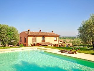 Luxury villa with air-conditioning, private pool and amazing views near Florence